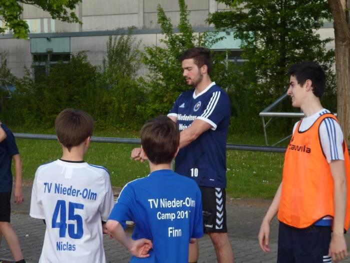 Bericht über unseren Spieler und Athletiktrainer Roman Kraus in der AZ