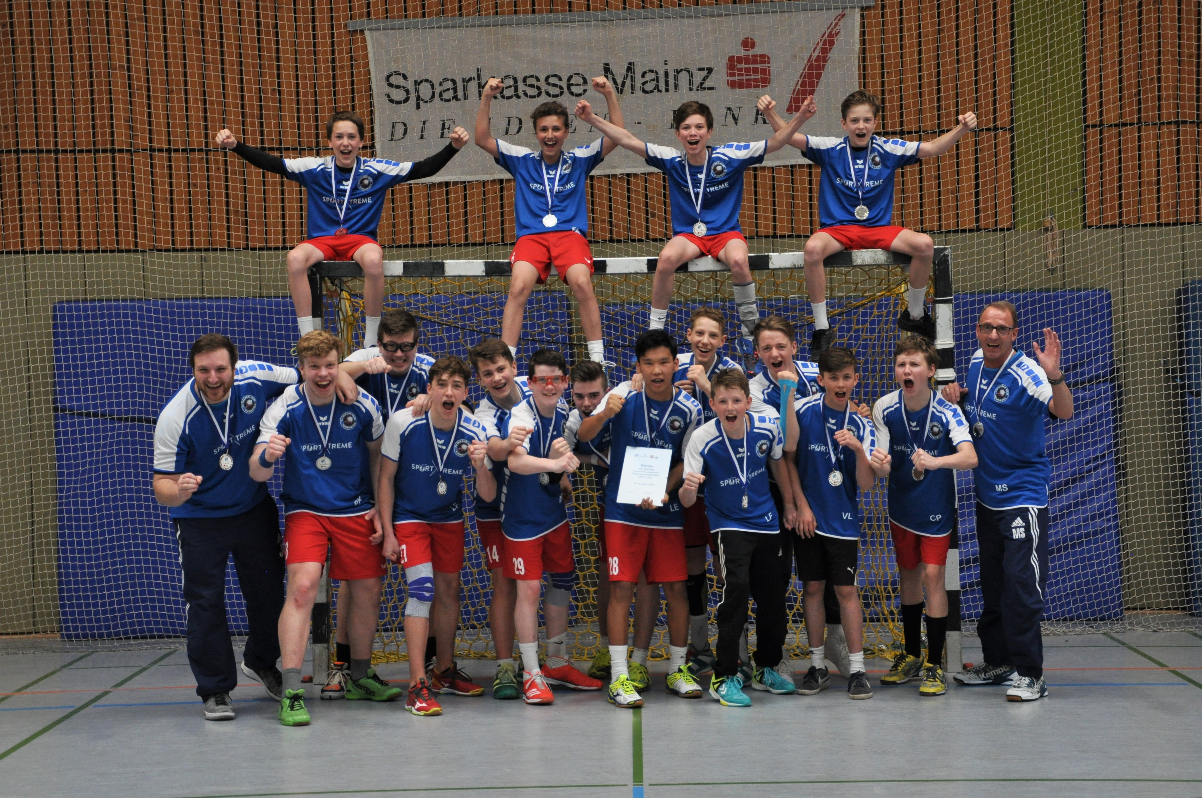 Meisterschaftsehrung nach klarem Sieg! Männl. C-Jugend Oberliga RPS: TV Nieder-Olm – JSG Hunsrück 34:24 (21:12)